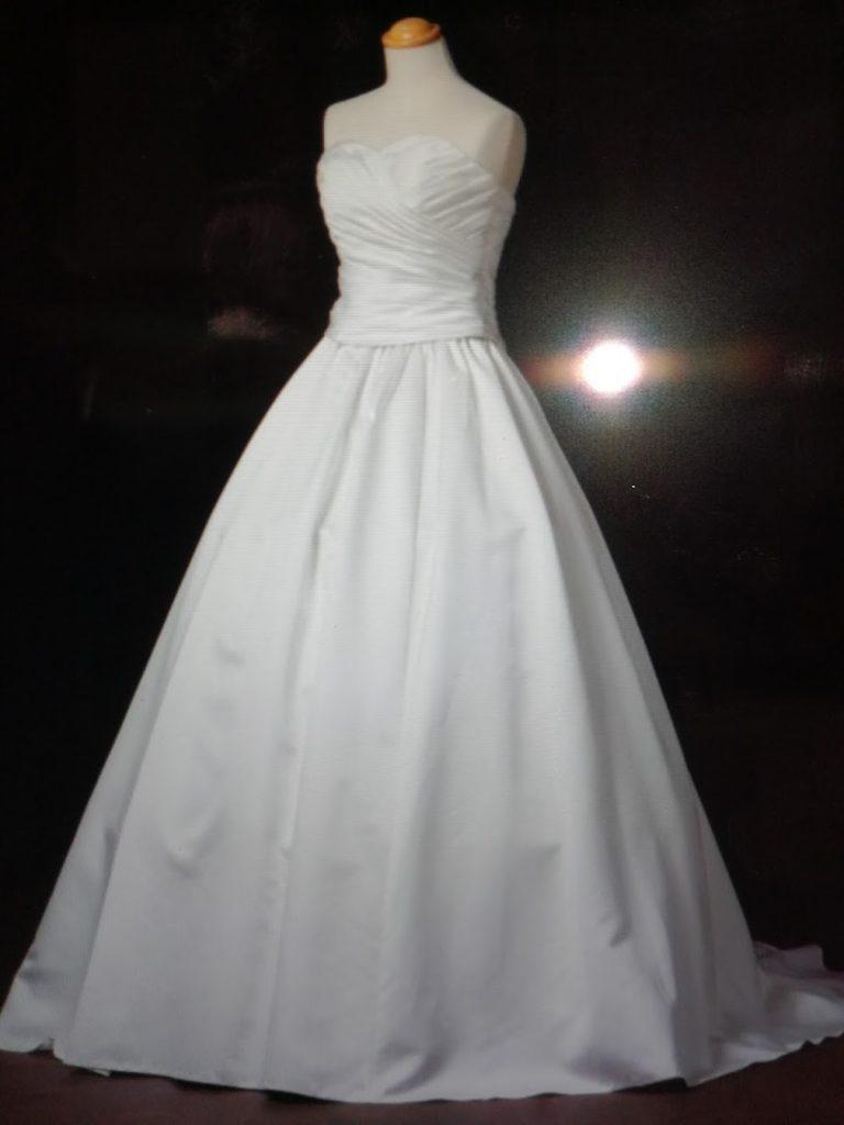 結婚式費用節約のコツ ウエディングドレス